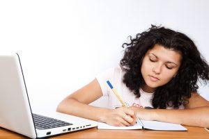 estudante_escrevendo